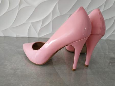 Czółenka różowe lakierowane