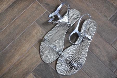 Sandały japonki srebrne