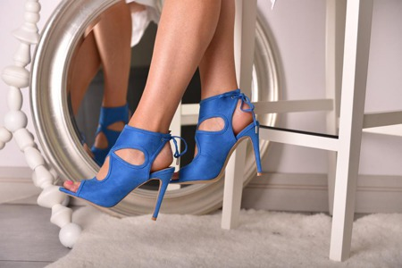 Zabudowane sandały niebieskie na szpilce